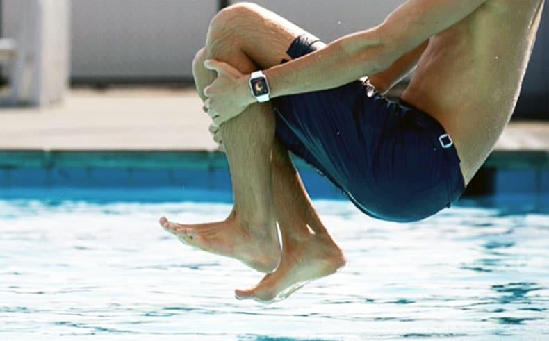 apple-watch-series-2-jump-swimming-pool-piscine-eau-water-strapisto