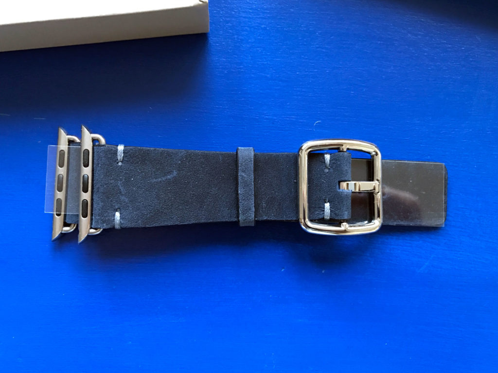 Le bracelet tout neuf, au sortir de son emballage